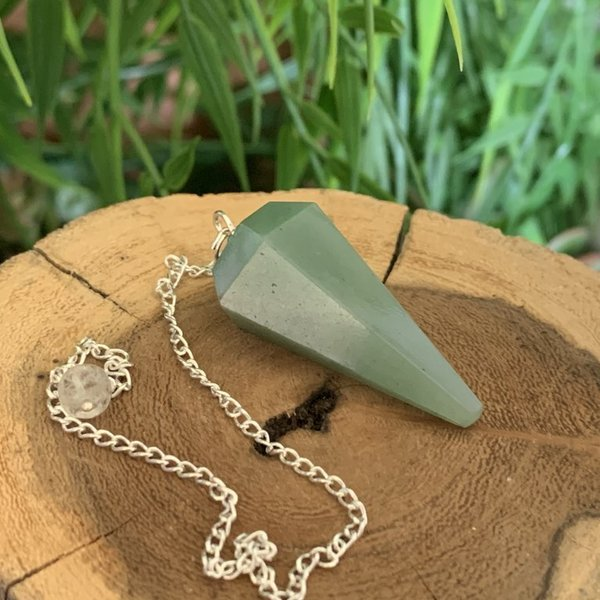 Aventurine Facetted Pendulum on Silver Chain Named Raula